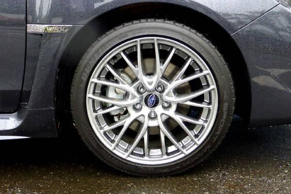 S4  2.0 GT Sにオプション設定の18インチタイヤ