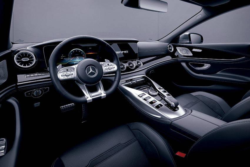メルセデス AMG GT 4ドアクーペ