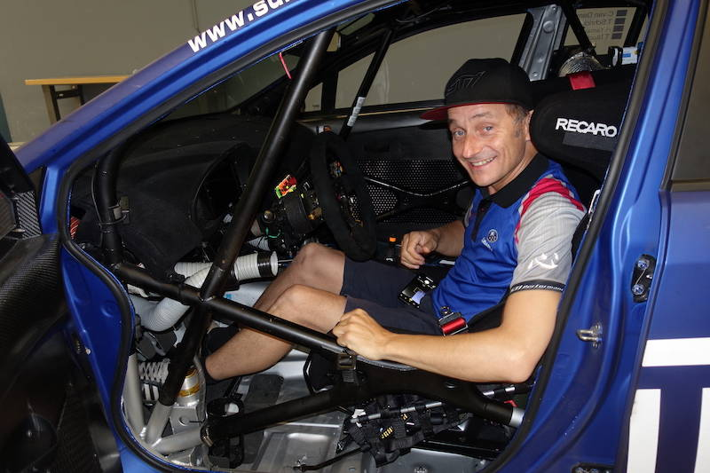 ティム選手もレース翌日、愛機を労いに