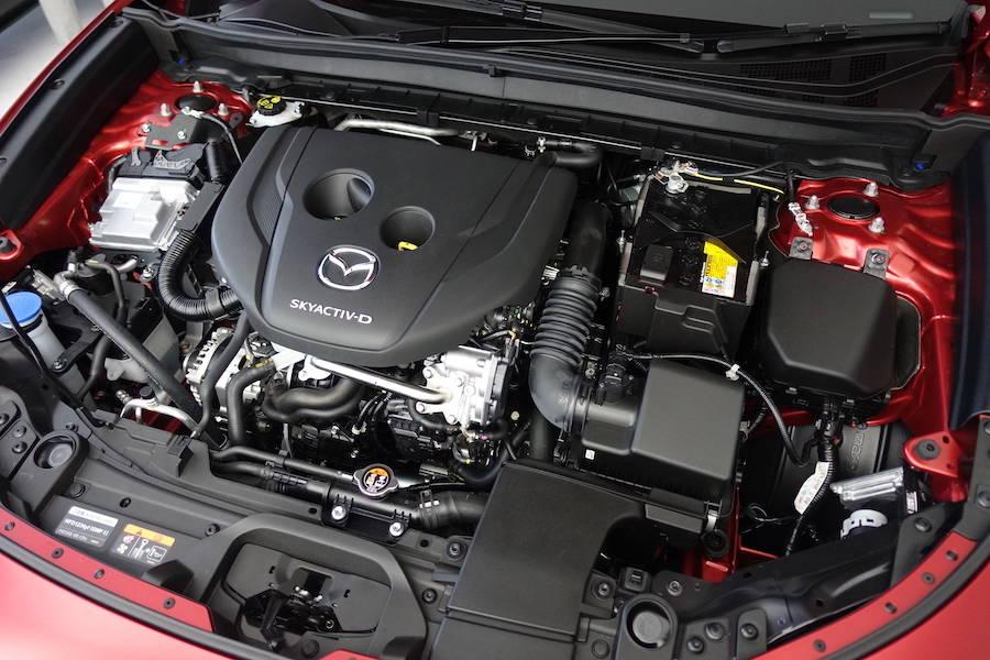 搭載エンジンは、2.0ガソリン、1.8ディーゼル、そしてスカイアクティブXだ
