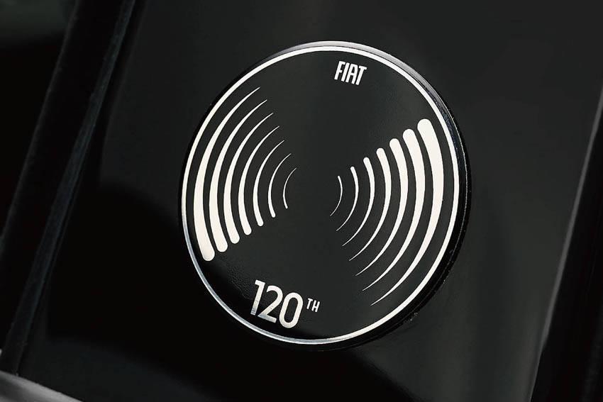 フィアット 120周年記念モデル「500/500C 120th タキシード」発売