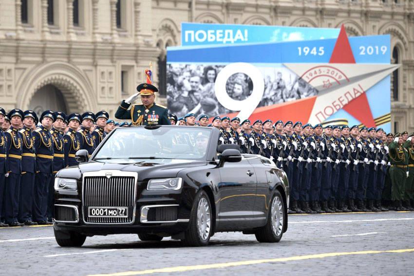 2019年ロシア戦勝記念日の軍事パレードで使用されたオープンボディ仕様のアウルス