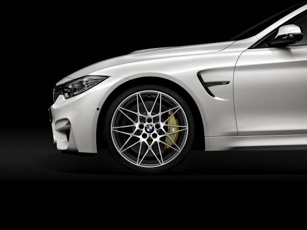 BMW M3セダンおよびM4クーペ