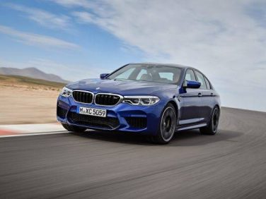 BMW 新型M5を発表